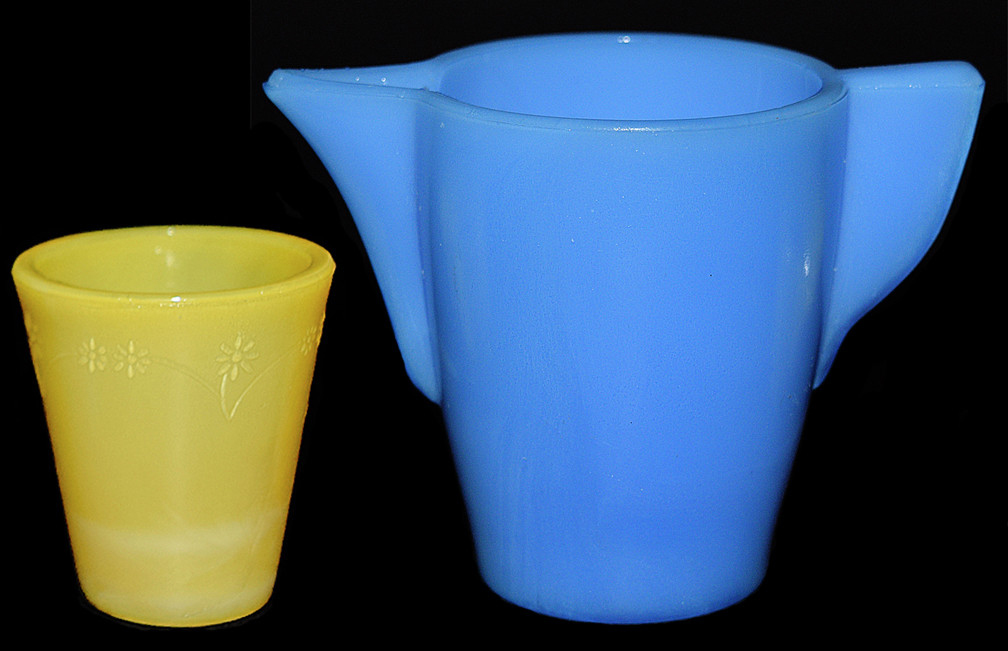 Akro Raised Daisy Child's Lemonade PItcher - No Motiff