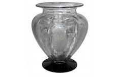 Cambridge #1005 Majestic Crystal / Black #732 Etched Vase
