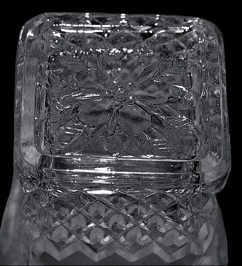 Pineapple and Floral Crystal Tumbler Bottom