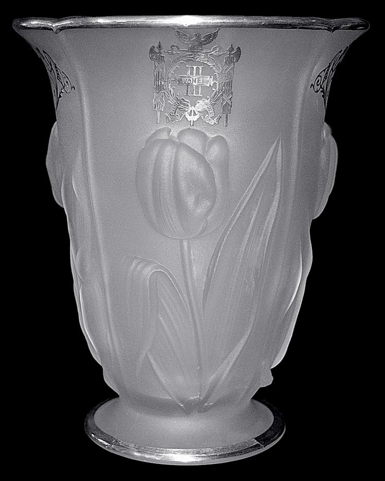 Mckee Tulip Vase Third Panel Sheriffs Jury Showing Logo
